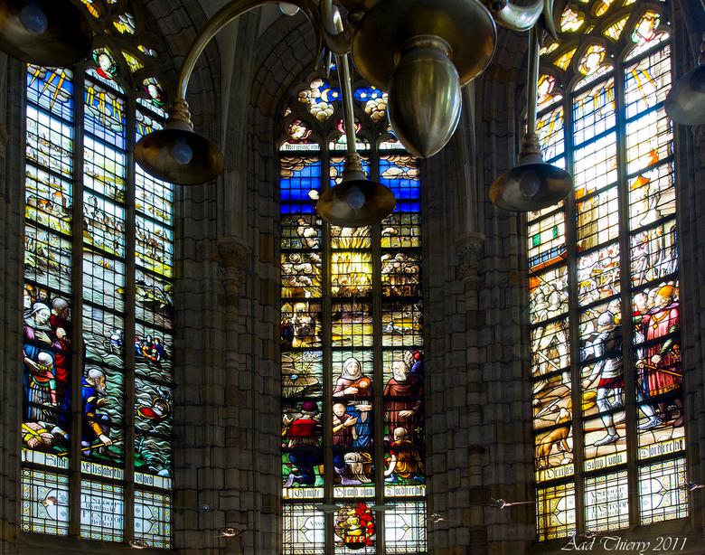 Glas in lood grote Kerk Dordrecht - Schitterend glas in lood voorstelling<br /> in de Grote Kerk ,links een voorstelling over de St Elisabeth vloed ,