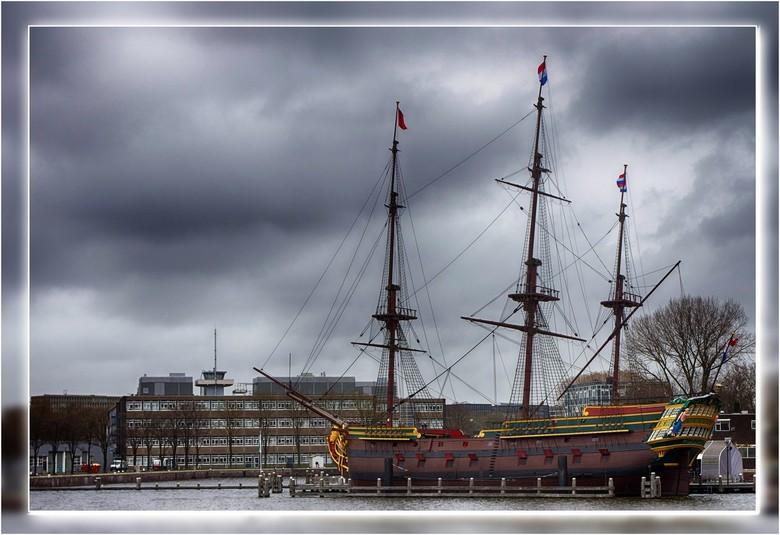 VOC Schip Amsterdam - Het VOC Schip de Amsterdam is een exacte kopie van het beroemde VOC-schip dat in 1749 op zijn eerste reis verging.