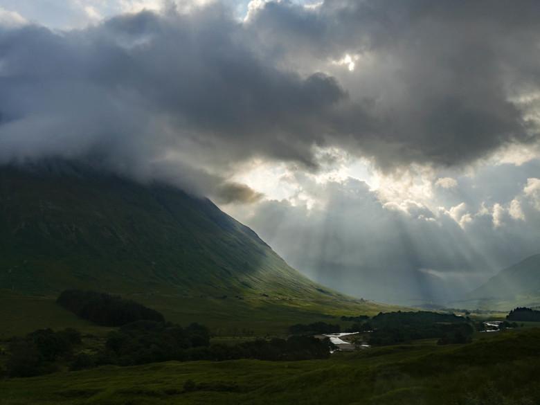 P1110576bbf - Onderweg door het Schotse landschap breekt de zon door