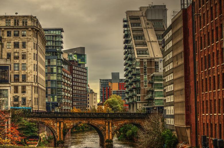 The big,big city of Manchester(GB)_01 - Manchester een oude stad met ook veel nieuwe gebouwen door elkaar heen.
