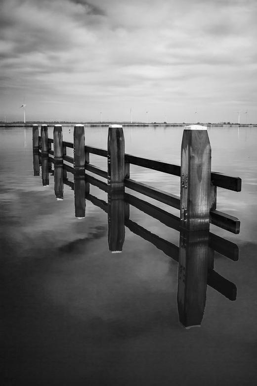 Black white water II