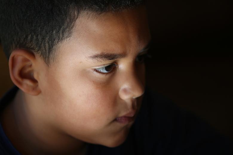 Devardson - Eerste foto met mijn Canon 6d. Mijn kleinzoon zat televisie te kijken en wist niet dat deze foto werd genomen.........de donkere achtergro