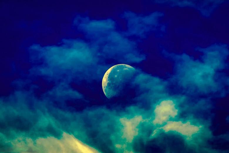 onze maan in kleur - maan