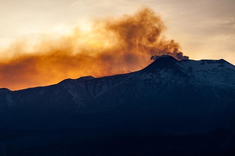Brandende lucht - De Etna bij zonsondergang.