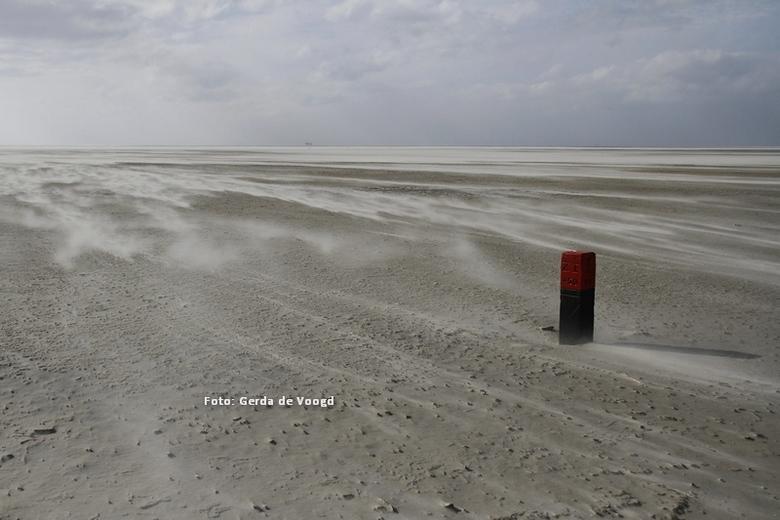 Stuiverij op het Westerstrand Schiermonnikoog - Veel wind, dus perfect foto- en uitwaaiweer!