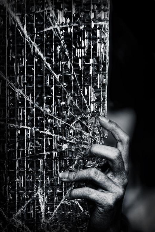 Darkness fills my eyes - ~Urbex Zelfportret @ HH1