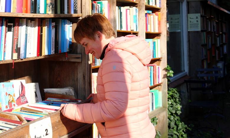 Neus in de boeken - In Bredevoort boekenstad is veel nostalgie te vinden.