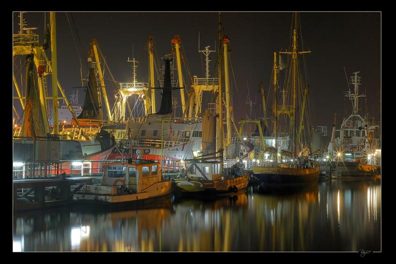 """Haven Delfzijl - Wederom nog een HDR van de haven van Delfzijl. Voor de crew van 24/7 Photography tot een stukje HDR-heaven <img  src=""""/images/smileys"""