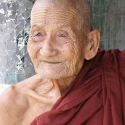 Oude monnik Myanmar