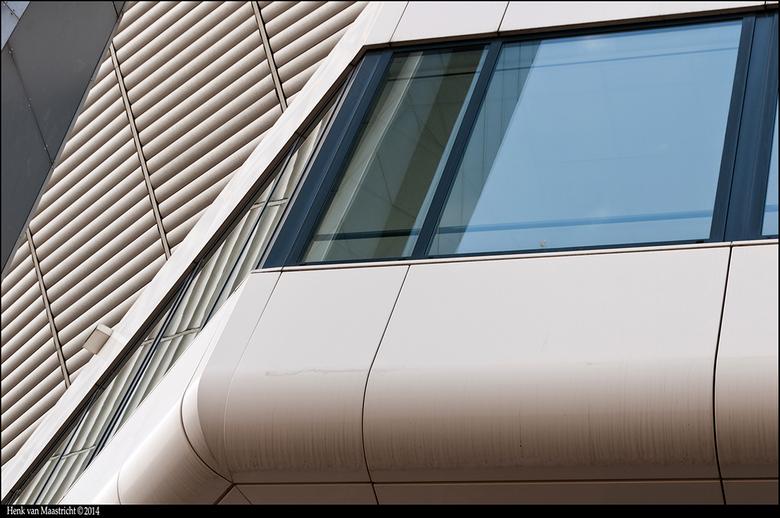"""Eindhoven-08 - Ook in de details kan je je in de lijnen verliezen.<img  src=""""/images/smileys/wilt.png""""/>"""