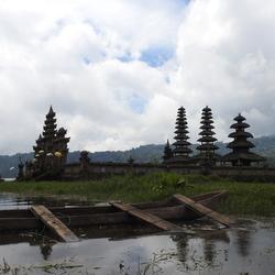 Tempel op Java in het water