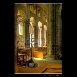kerk in Orcival 2
