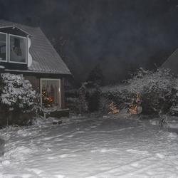 ons huis en tuin in de winter