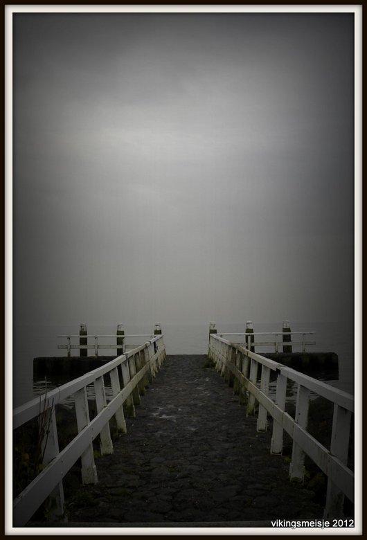 Grey - Op een mooie, windstille dag is het heerlijk fotograferen bij het IJsselmeer. Grijs is niet saai!!!