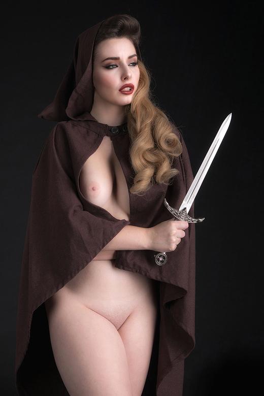 confident woman - Valis Volkova