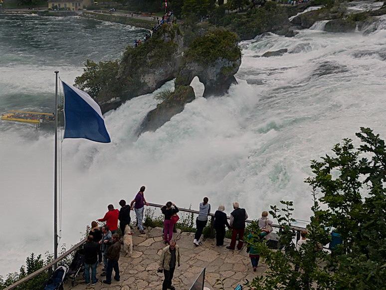 De Watervallen Van Schaffhausen.Waterval Bij Schaffhausen Landschap Foto Van Oudmaijer