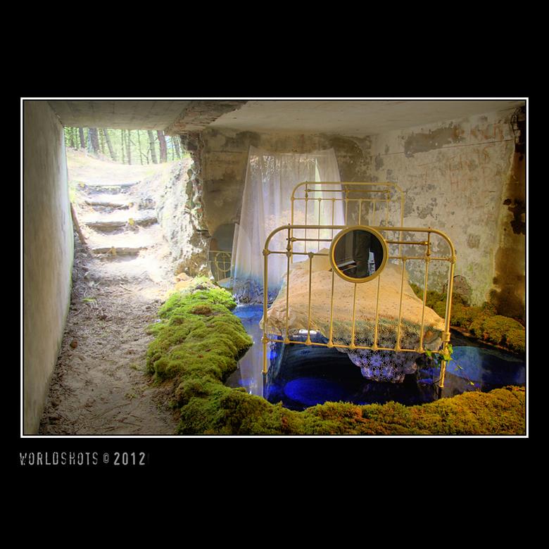 Door de rafels van tijd - Oerol 2012<br /> Installatie in oude bunkers op Terschelling<br /> Betoverend verstild verleden met zacht geluid