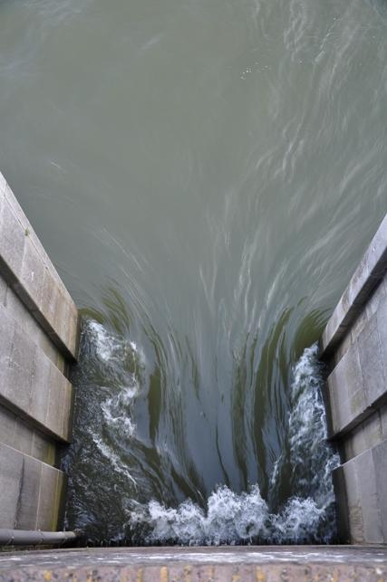 waterinlaat - stevig doorspoelen bij Oude Sluis Vreeswijk