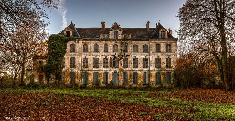 Als kastelen konden praten... - Een prachtig kasteel dat zijn beste tijd gehad heeft.<br /> <br /> De eigenaar, een advocaat van beroep heeft jaren