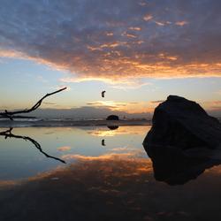 De steen, de tak en de kitesurfer