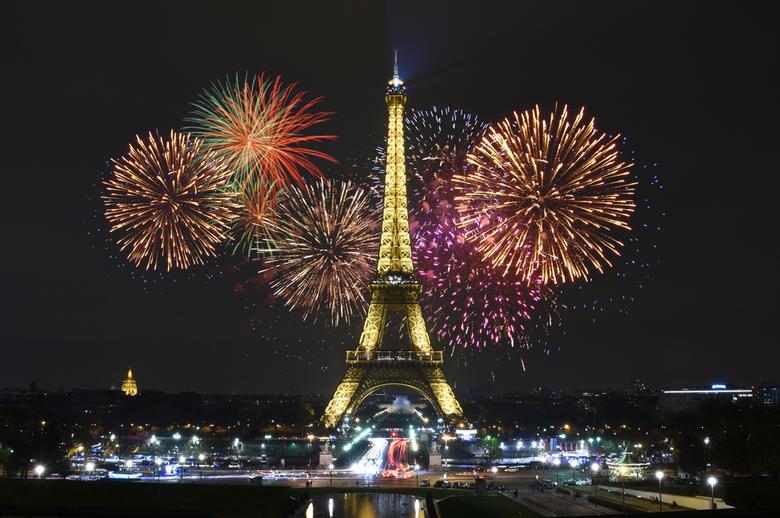 Eifel Tower by Night - Wat Parijs niet bieden kan ....