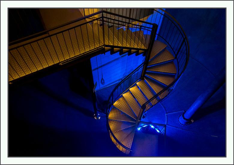trap in de watertoren - in de oude watertoren in Lüneburg<br /> in het waterreservoir zijn trappen en loopbruggen aangebracht zodat men er doorheen k