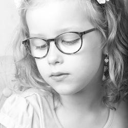 Meisje portret zwart-wit