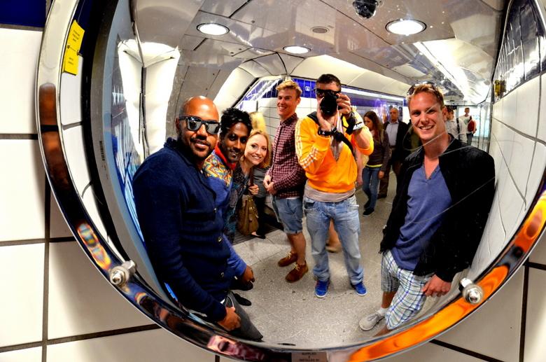 London 2012 - Een spontaan zelfportret samen met mijn vrienden in de 'tube' van London. Tijdens de afgelopen Olympische Spelen.