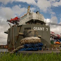 Giant 7 in de Waalhaven.