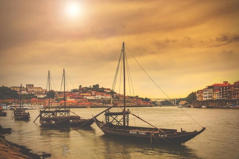 """Rabelo boten Porto - Rabelo boten in de rivier de Douro in Porto. <br /> <br /> <a href=""""https://dvdwphotography.com/2019/06/04/porto-a-small-select"""