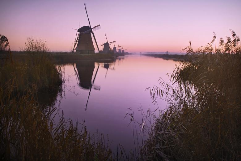 Kinderdijk - Kinderdijk even voor zonsopkomst.<br /> groeten, Bert