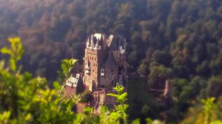 Kasteel met groene achtergrond - Mooi kasteel met een groene achtergrond<br />