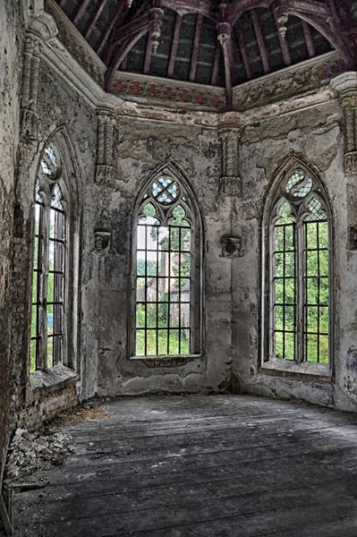 Old chapel - Ooit prachtig geweest, in de hoek van een prachtig kasteel...