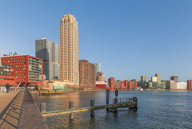 Kop van Zuid, Rotterdam - ISO 110, 93 mm, F/ 7.1, 1/160 sec.