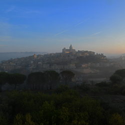 siciliaans stadje piazza armerina in de vroege morgen