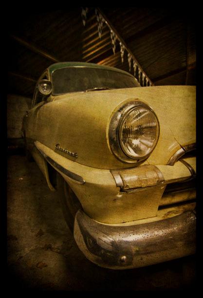 project plymouth - nog niet klaar met het ene auto-project of het andere staat al klaar. van de week een plymouth cranbrook uit 1953 van vriend Ton ge