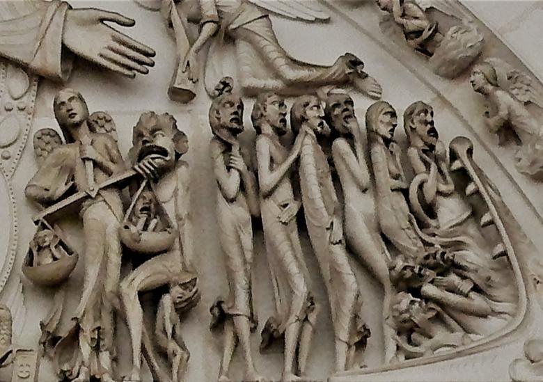 Op weg naar de hel (fragment uit timpaan van La Madeleine te Vézelay) - Heel sterk vergroot, met excuses voor de beeldkwaliteit, de gedoemden die gewo