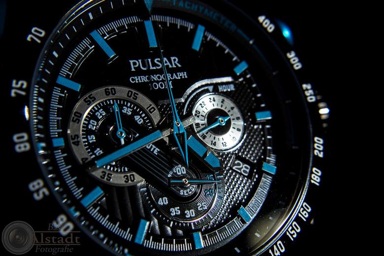 Watch this 1 - Geprobeerd een horloge zo te fotograferen dat het resultaat niet direct verveeld. Ik ben benieuwd naar jullie reacties!