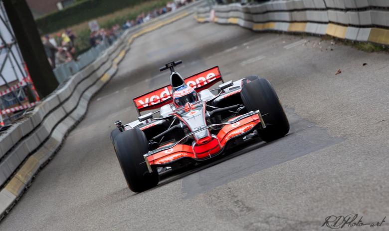 Jenson Button - Jenson Button in actie tijdens de promotietour van Vodafone. Dit vond plaats in het Limburgse Roggel in 2011