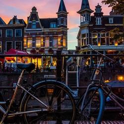Utrecht in het avondrood