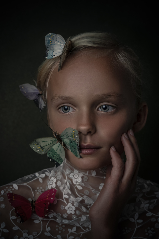 """Vlindermeisje - Een vlindermeisje <img  src=""""/images/smileys/smile.png""""/>"""