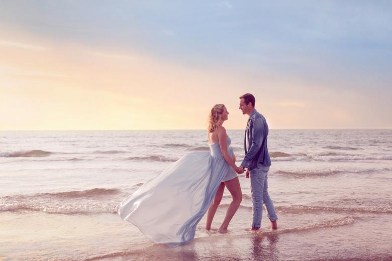 Zwangerschap op het strand -