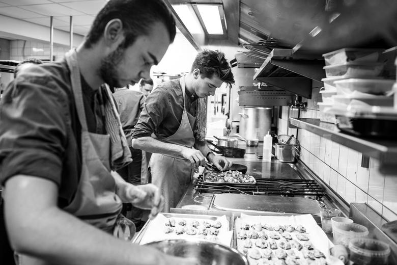 In the kitchen - Koks aan het werk bij restaurant Tribeca in Heeze