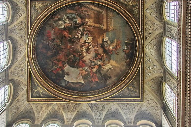 Blenheim 06 - Het plafond van de onmetelijke hal. Van opzij gefotografeerd dus, daarom geen symmetrie.