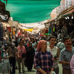Markt in de kleine achterstraatjes van Izmir