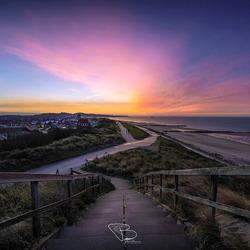 Kleurrijke lucht bij zonsopkomst Zoutelande