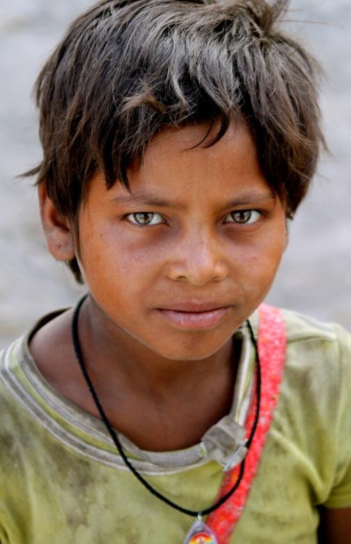 Rajasthan India - Portret van jongen in Rajasthan India.