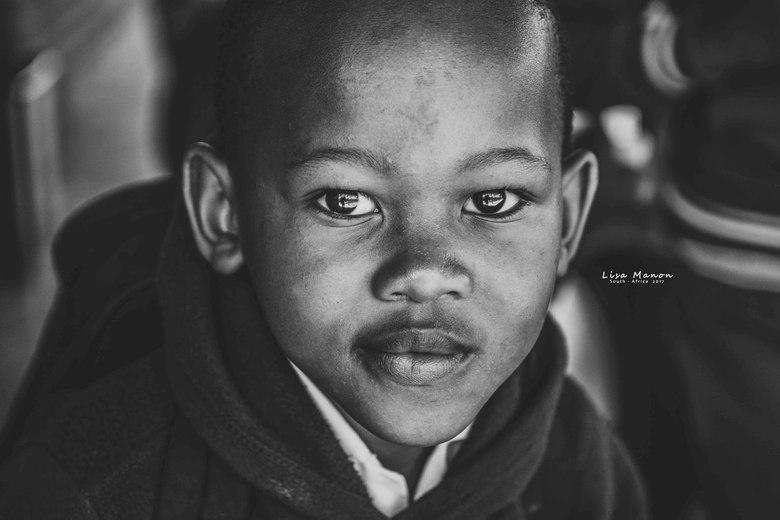 Kindje op een school in Zuid-Afrika - Ontmoeting met kinderen op een basisschool in Zuid-Afrika.