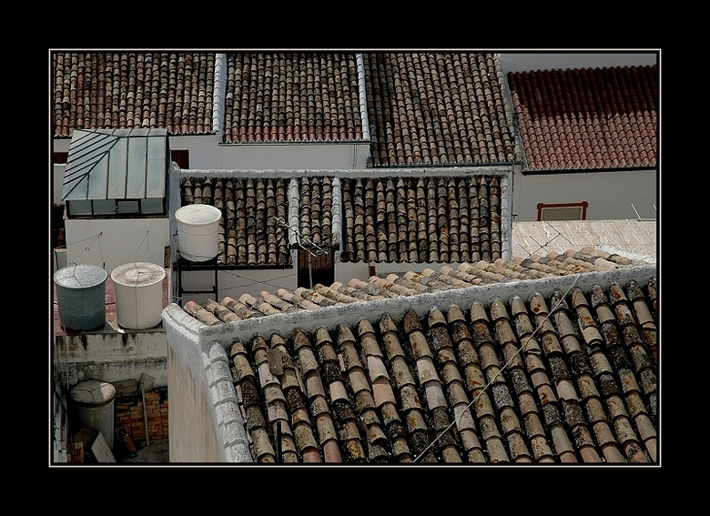 Daken.. - Gemaakt in Andalusië in 1 van de witte dorpjes, de daken hebben van die mooie dakpannen en maken het van bovenaf een mooi mozaik....in ton s