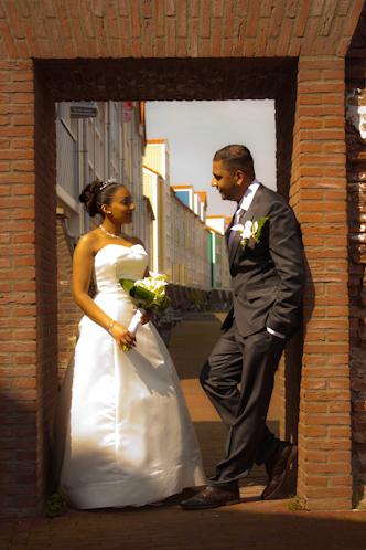Adhir en Anjaana 1 - Dit bruidspaar heb ik mogen fotograferen op 29-04-2009 in Hellevoetsluis.<br /> Kijk voor meer foto&#039;s op mijn site www.phot
